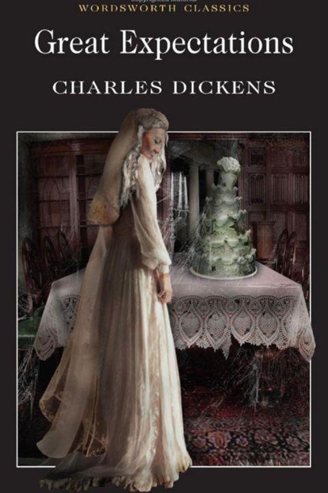 Natuurlijk moet er minstens één boek van Charles Dickens voorkomen in je leesrepetoire en als je er een kiest, laat het dan alsjeblieft Great Expectations zijn. Beter bekend als het magnum opus van de schrijver. Het boek vertelt het verhaal van Pip, een wees die er alles aan doet om de liefde van het rijkeluismeisje Estella te winnen. Bereid je voor op de meest memorabele karakters uit de literaire geschiedenis.