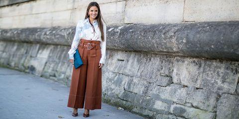 Brown, Sleeve, Collar, Human body, Shoulder, Style, Wall, Formal wear, Street fashion, Bag,