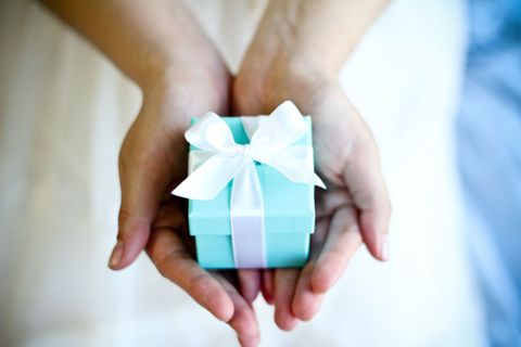 Finger, Blue, Hand, Paper product, Paper, Nail, Electric blue, Origami, Aqua, Creative arts,