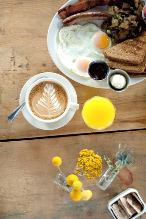 """<p>Denk <em>comfort food</em> zoals ze dat in het zuiden van Amerika doen, maar dan in Tribeca. Verwen jezelf eens met boterachtige biscuits, gebakken eieren met bacon en Bloody Mary's.</p><p><em>120 Hudson Street, <a href=""""http://www.bubbys.com/"""" target=""""_blank""""><u>bubbys.com</u></a>.</em></p>"""