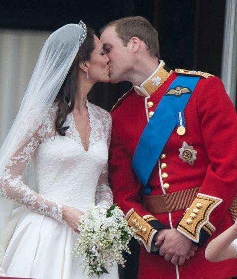 Dress, Forehead, Bridal clothing, Bride, Bridal veil, Photograph, Outerwear, Bridal accessory, Happy, Wedding dress,