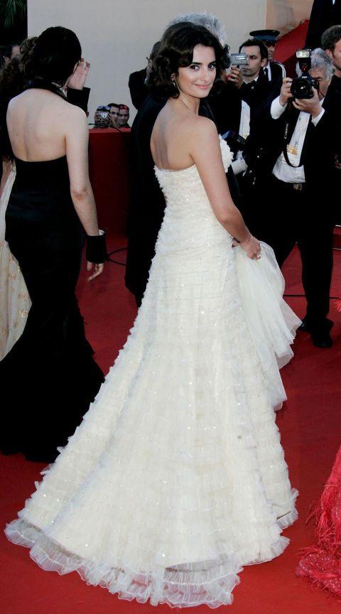 <p><strong>Wie</strong> Penelope Cruz</p><p><strong>Wanneer </strong>première van <em>Volver</em>, 2006</p><p><strong>Jurk </strong>Christian Dior</p>