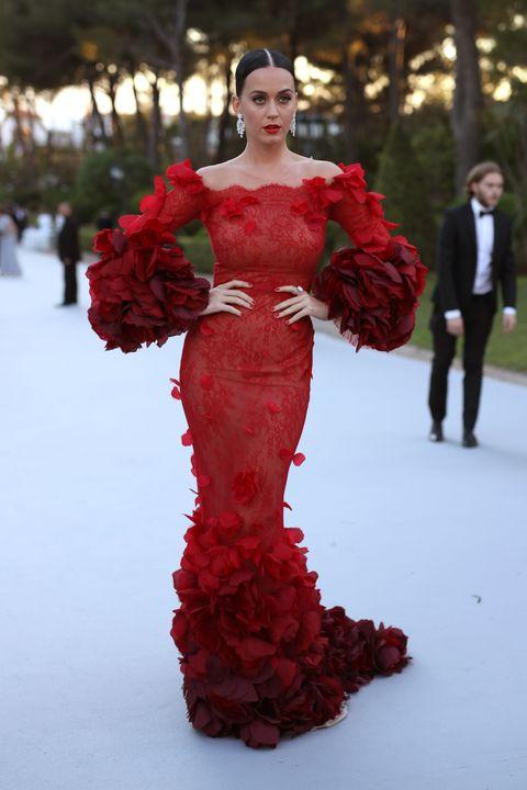 Red, Textile, Petal, Dress, Fashion model, Lipstick, Winter, Fashion, Waist, Gown,