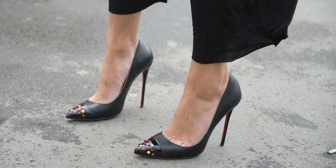 Footwear, Human leg, Shoe, Joint, High heels, Sandal, Foot, Fashion, Black, Basic pump,