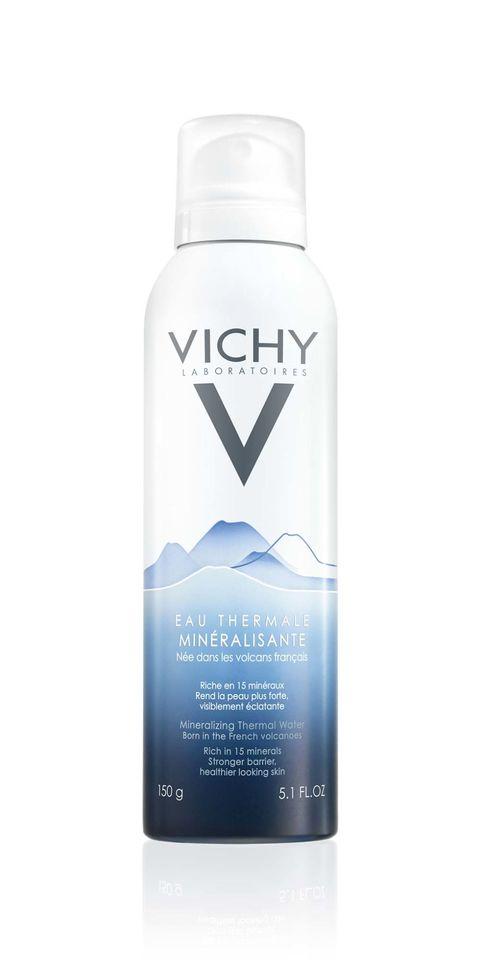 <p>Bij deze klassieker onder de gezichtsprays komt het bronwater van vierduizend (!) meter diep en het bevat 15 mineralen. Deze spray houdt de ph-waarde van je huid in balans en versterkt 'm, € 8,25.<br></p>