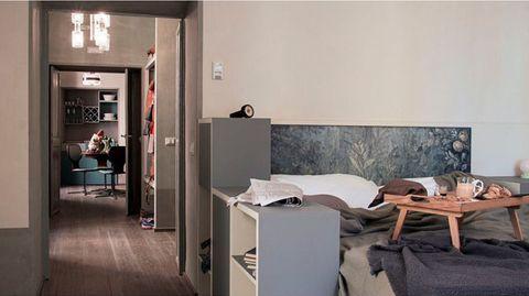 """<p><strong>Casacau</strong> is niet zomaar een hotel. Neen, dit logement geeft echt het gevoel van thuiskomen. Tenminste, als je huis tot in de puntjes gestijld zou zijn met antieke meubels, voorzien was van een minisauna, iPads en een art deco keuken dan. </p><p>Nog meer pluspunten? De versgebakken taartjes die iedere ochtend bij je kamer worden afgeleverd en de mogelijkheid een chef van een nabijgelegen sterrenrestaurant voor je te laten koken. Ook qua locatie zit je helemaal goed. Het hotel grenst namelijk aan het romantische plein waar de Trevifontijn zich bevindt, dus bereid je voor op tientallen huwelijksaanzoeken die zich voor je slaapkamerraam zullen voltrekken.</p><p><em><a class=""""body-el-link standard-body-el-link"""" href=""""http://casacau.com/"""" target=""""_blank"""">Casacau</a>, Via in Arcione 94, Rome, </em><a class=""""body-el-link standard-body-el-link"""" href=""""tel:%2B39%2006%206929%200159""""><em>+39 06 6929 0159</em></a><br></p>"""