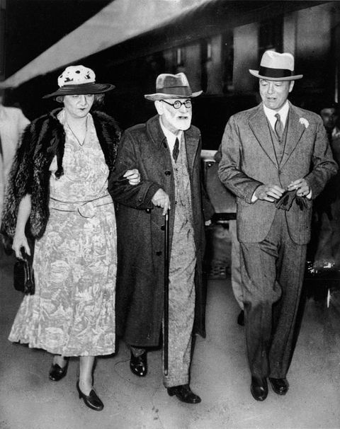 <p>Sigmund Freud, escorted by Princess Marie and Prince George of Greece in Paris, France. <br></p><p>Other celebrity visitors this year: Cary Grant, Marlene Dietrich.<br></p>