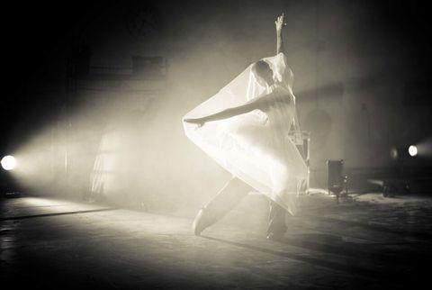 Darkness, Light, Performance art, Monochrome, Midnight, Backlighting, Lens flare, Concert dance, Dance, Fog,
