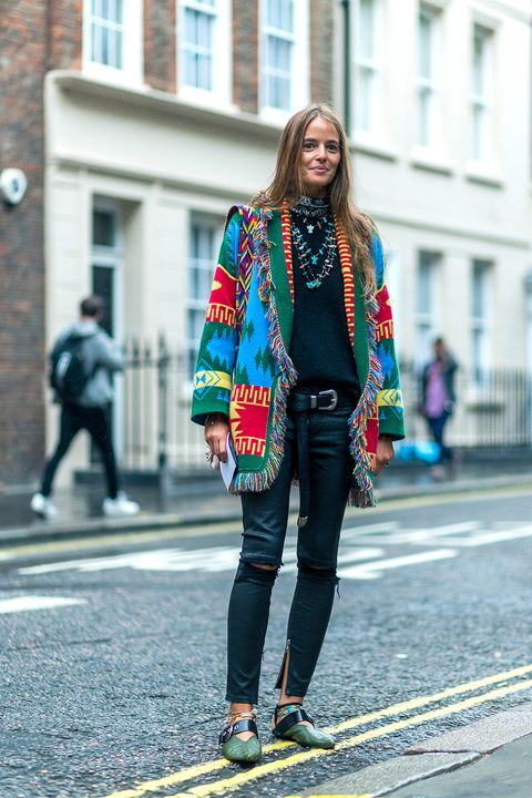 Clothing, Trousers, Textile, Outerwear, Street, Style, Street fashion, Pattern, Denim, Jewellery,
