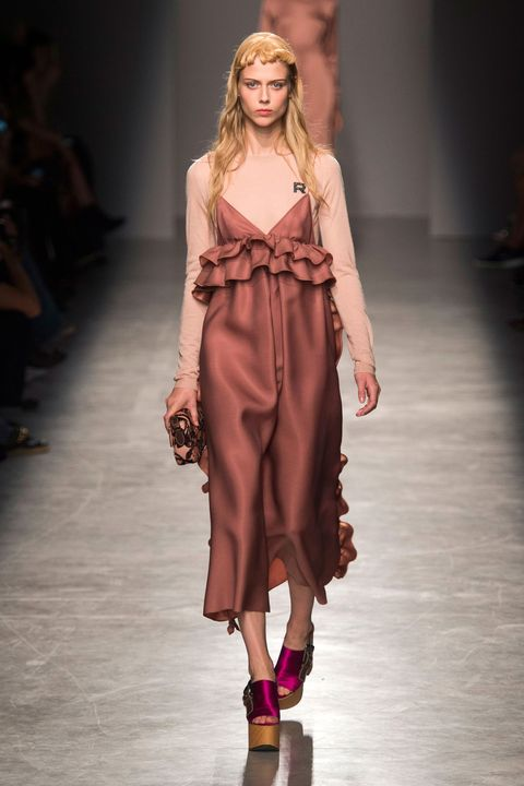 Fashion show, Brown, Hairstyle, Shoulder, Runway, Joint, Style, Fashion model, Waist, Dress,