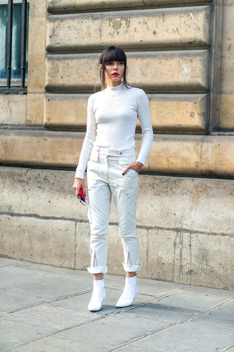 Clothing, Sleeve, Shoulder, Textile, Joint, Outerwear, White, Standing, Denim, Style,