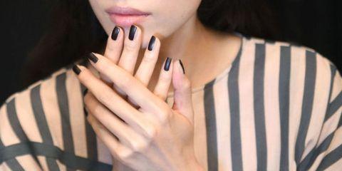 Finger, Skin, Hand, Nail, Wrist, Thumb, Neck, Jewellery, Gesture, Manicure,