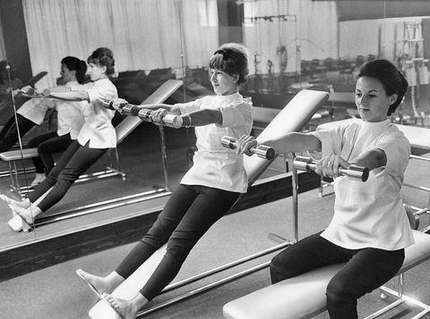 Leg, Fencing, Thigh, Dance, Active pants, Individual sports, Épée, Spandex, Contact sport, Choreography,