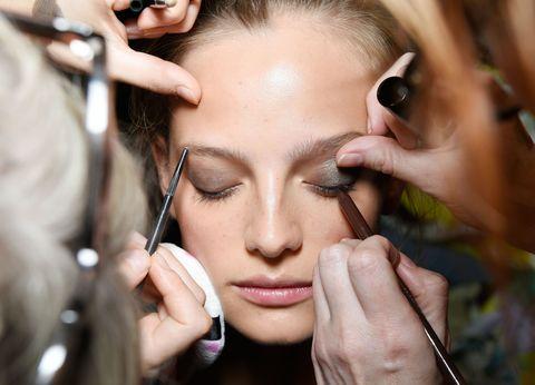 Finger, Lip, Brown, Skin, Eyelash, Eyebrow, Nail, Eye shadow, Makeup artist, Organ,