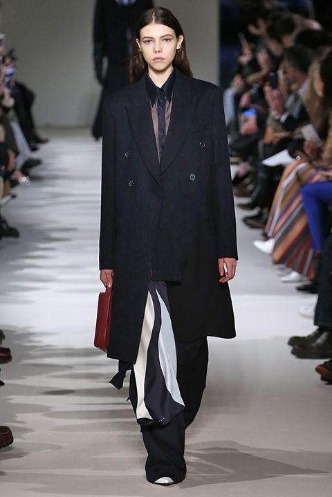 Event, Fashion show, Coat, Outerwear, Collar, Runway, Style, Fashion model, Formal wear, Blazer,