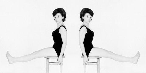 Shoulder, Human leg, Elbow, Joint, Sitting, Style, Waist, Black hair, Thigh, Knee,