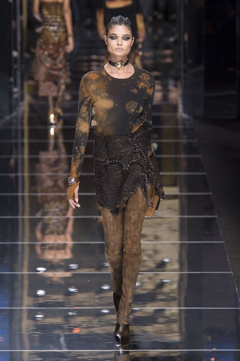 Fashion accessory, Fashion show, Fashion model, Fashion, Waist, Jewellery, Runway, Street fashion, Model, Haute couture,