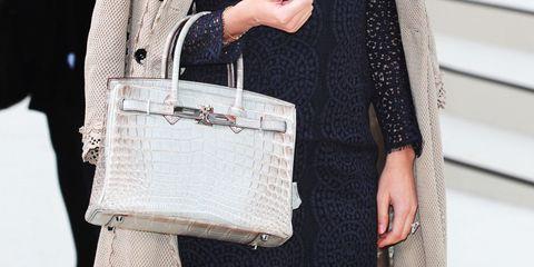 Bag, White, Shoulder, Street fashion, Handbag, Fashion, Beige, Leather, Pocket, Fashion accessory,
