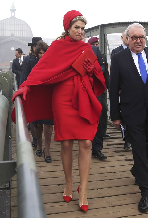 """<p><span>Tijdens het staatsbezoek&nbsp;van Koning Willem-Alexander en Koningin Máxima<span class=""""redactor-invisible-space""""> aan Duitsland, draagt&nbsp;Máxima een&nbsp;</span></span><span>rode jurk van het Belgische <strong data-redactor-tag=""""strong"""" data-verified=""""redactor"""">Natan</strong> en een <em data-redactor-tag=""""em"""" data-verified=""""redactor"""">matching</em> turban van <strong data-redactor-tag=""""strong"""" data-verified=""""redactor"""">Fabienne Delvigne</strong></span><span class=""""redactor-invisible-space"""">.</span></p>"""