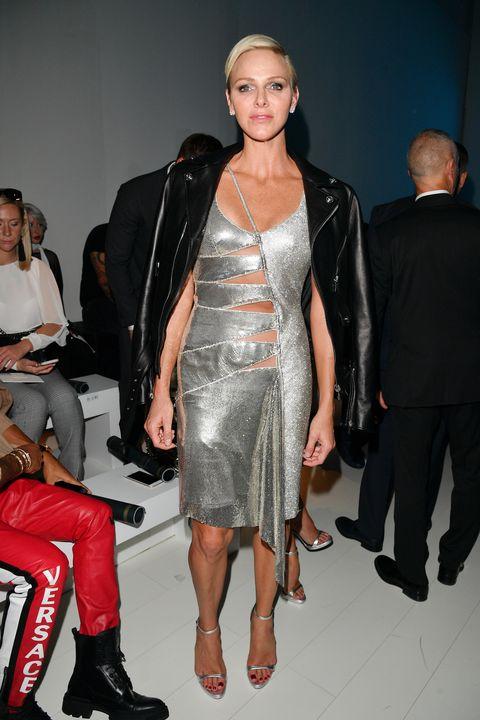 "<p>Op de eerste rij bij&nbsp;de<strong data-redactor-tag=""strong"" data-verified=""redactor""> Versace</strong>-show tijdens de <em data-redactor-tag=""em"" data-verified=""redactor"">Milan Fashion Week Spring/Summer 2018</em>.</p>"