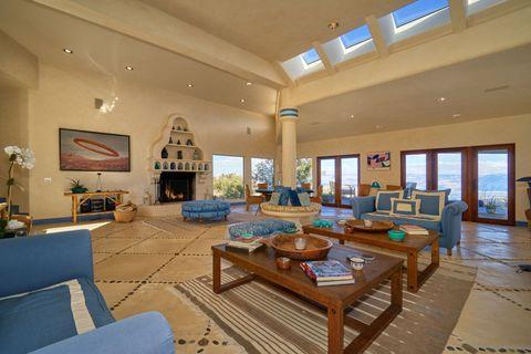 Property, Room, Living room, Building, Interior design, Real estate, Furniture, Ceiling, Home, House,
