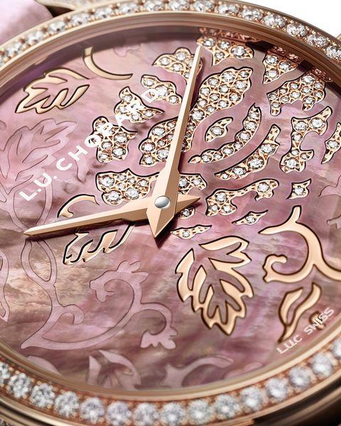 錶盤上華美的牡丹圖案。
