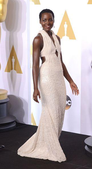 <p>身穿Calvin Klein鑲滿6000顆珍珠的禮服,現身奧斯卡紅毯,成功擄獲媒體目光。</p>