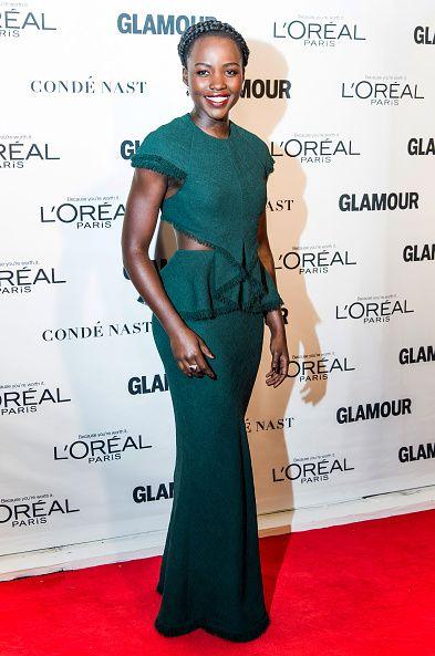 <p>高貴氣質的祖母綠晚禮服,以腰間的特殊設計增添一股性感。</p>