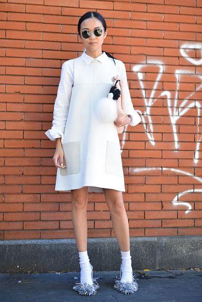 <p>2015年9月米蘭時裝周上,她穿著Fendi女孩味濃厚的小洋裝出席Fendi春夏時裝秀,選擇粉橘色的Fendi包也讓她充滿了春天的粉嫩感。</p>