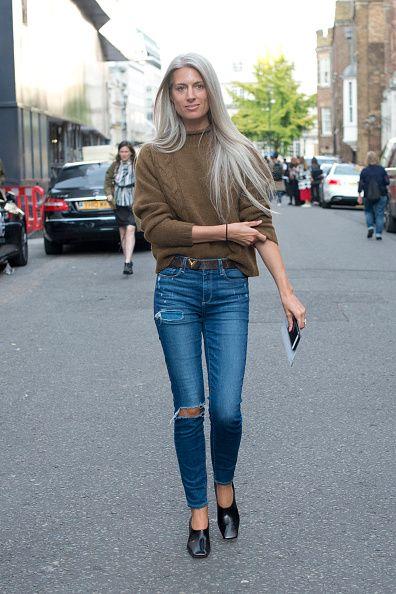 <p>一件素色的麻花毛衣隨興紮在破洞牛仔褲內,捲起袖子,簡簡單單就有充滿自信與魅力。</p>