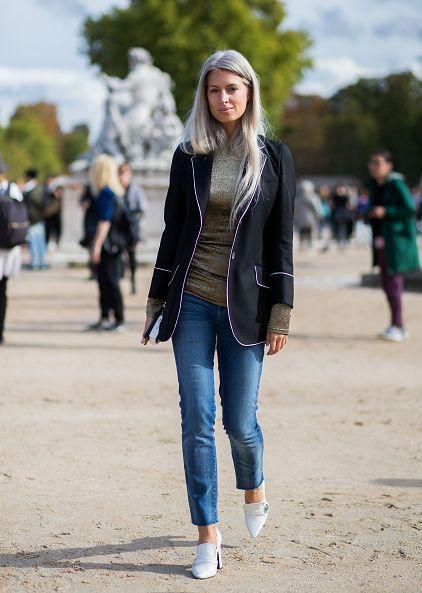 <p>Gucci的絲質鑲邊羊毛斜紋西裝外套內穿上金蔥針織上衣,色彩方面相得益彰,各有風采,經典的緊身牛仔褲帶出休閒隨興。</p>