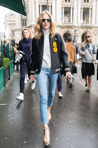 <p>          棒球外套加上休閒牛仔褲,再配上一副帥氣十足的墨鏡,街頭隨性也能被她輕鬆駕馭。  </p>