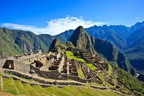 <p>里約熱內盧每年嘉年華會都會吸引百萬人潮,且巴西將於2016年8月在熱內盧舉行夏季奧運,為奧運史上首個主辦奧運的南美洲城市,如今再加上奧運會的加持,想必巴西的觀光熱潮將為成為一個巔峰。</p>