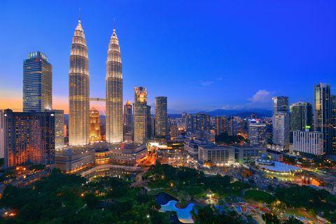 <p>被譽為「東方明珠」的馬來西亞,有各式文化特色的城市與美麗的海灘,如果想好好接觸大自然,馬來西亞還有世界上最古老的熱帶雨林,蘊藏著大自然的鬼斧神工。<br></p>