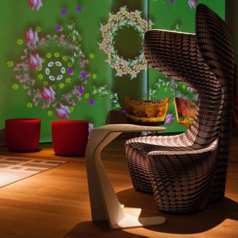 <p>運用科技讓展間不斷變換顏色,造就一場精彩的視覺饗宴!就如同品牌宣言所要傳達的「Explorers of design between imagination and reality」。 </p>