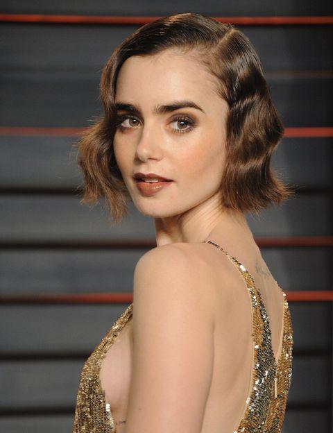 沉穩優雅的裸棕色唇彩,襯托古典氣質。