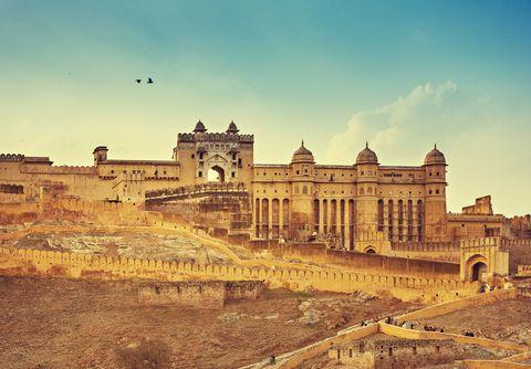 <p>          琥珀堡是齋蒲爾地區的著名旅遊勝地,建築由砂岩和大理石建造而成,整體呈現金黃色,也因此會讓人感受到印度城堡莊嚴的氣氛,這裡也會開放遊客乘著大象登上城堡。  </p>