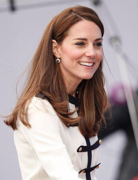 <p>凱特無疑是皇室的中長髮icon,髮尾帶點彎度的柔順直髮,充滿親和力且氣質滿分。</p>