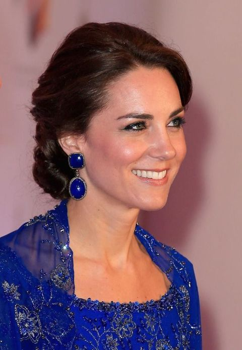 <p>凱特王妃在今年的亞洲參訪行程,雍容華貴的高雅盤髮,展現皇室的絕佳風範。</p>