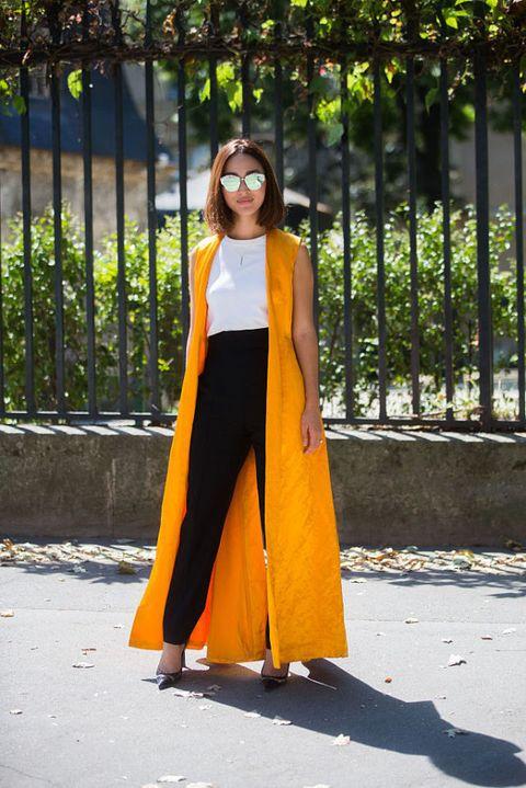 <p>黑白色的基本搭配,以平常較少選用的亮橘色長背心,整體視覺效果活潑又俐落。</p>