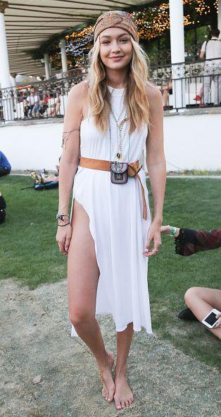 <p>身材姣好的模特兒Gigi Hadid選擇Guess的飄逸長白裙來露出她的長腿,掛包、麂皮皮帶、頭巾等等的飾品運用都讓她看起來更有時尚嬉皮感,光著的腳綁著色繩,更加自然率性。  </p>