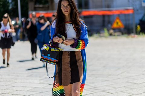 <p>鮮豔色彩、串珠和流蘇,無一不讓人聯想到民俗風格。以黑白色調為底,將這些元素適量運用,馬上就能融入宗教色彩濃厚的印度,又不失時尚度。</p>