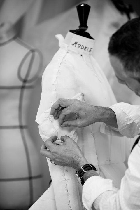 <p>Dior高級訂製服製作。</p>