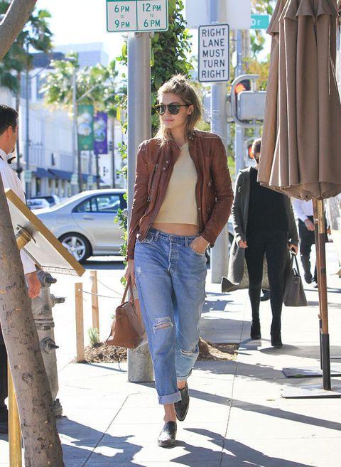 <p>皮夾克和低腰的Boyfriend Jeans,同時擁有女性的從容和男性的帥氣。</p>