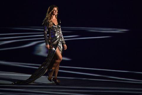 Human leg, Dress, High heels, Fashion, Knee, Thigh, Fashion model, Model, Flash photography, Calf,