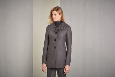 Sleeve, Human body, Collar, Shoulder, Textile, Standing, Joint, Elbow, Blazer, Neck,