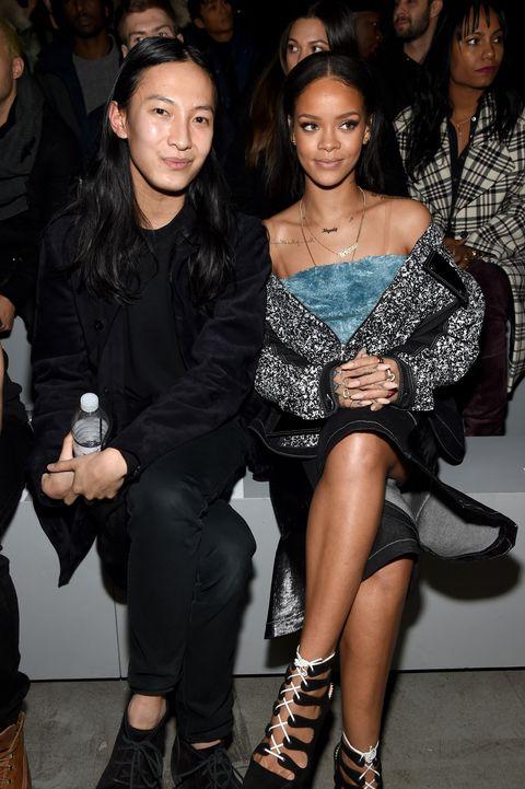 <p>Alexander Wang和Rihanna一同觀賞the adidas Originals x Kanye West YEEZY SEASON 1大秀,也再次展現Rihanna百變女神樣貌。</p>