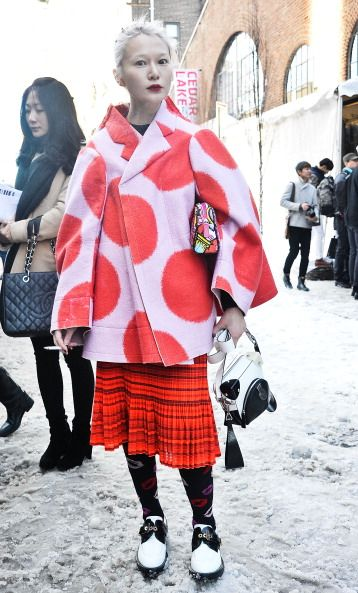 Clothing, Leg, Winter, Plaid, Sleeve, Textile, Bag, Pattern, Red, Tartan,