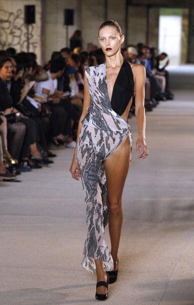 Footwear, Leg, Fashion show, Human body, Shoulder, Runway, Joint, Fashion model, Style, Street fashion,