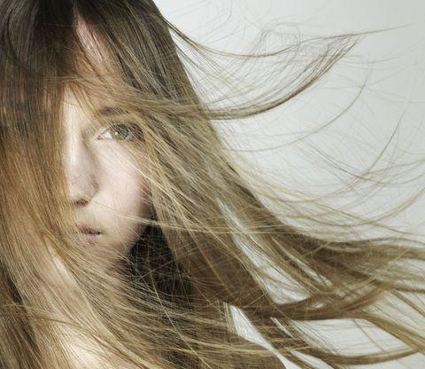 Lip, Hairstyle, Eyebrow, Organ, Long hair, Step cutting, Eyelash, Brown hair, Blond, Layered hair,